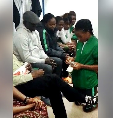 Nigerian Female Footballers Seen Kneeling To Collect Entitlements From Sports Minister (Photos)