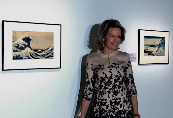 Queen Mathilde Jewels, Delphine Nardin Gold Earrings, Natan Dress, Diane von Furstenberg Flirty Elaphe clutch