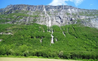 7 Air Terjun Paling Keren yang Ada Di Dunia