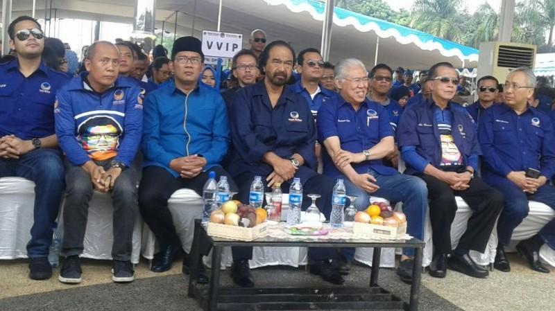 Surya Paloh duduk berdampingan dengan Ridwan Kamil