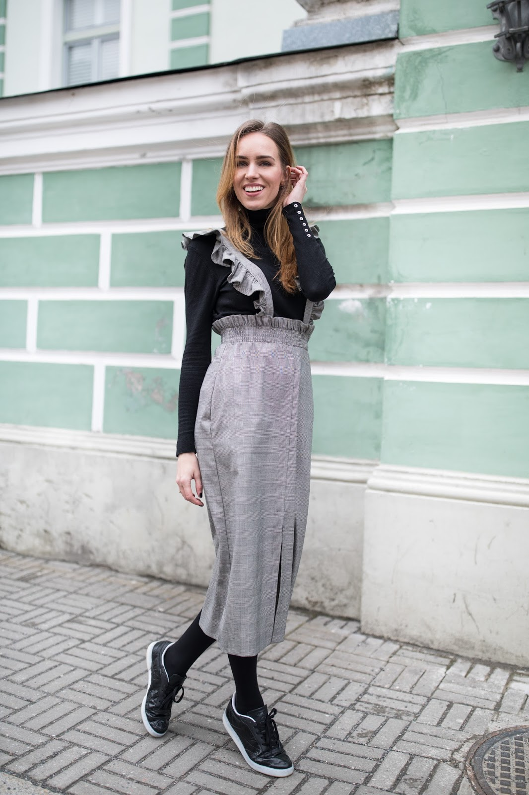 grey midi dress outfit casual
