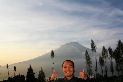 Selfie di Wisata Alam Posong dengan latar belakang Gunung Sumbing.