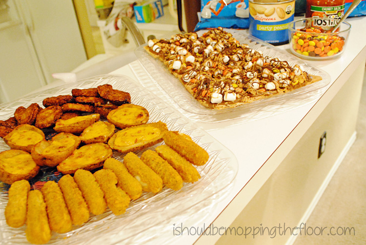 Throwing a last minute party is a cinch! Time for #SnackMadness!