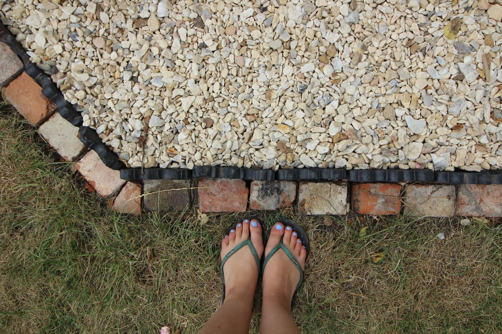 gravel with edging DIY