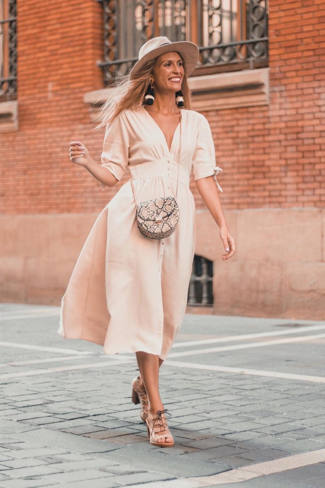 vestido midi beige