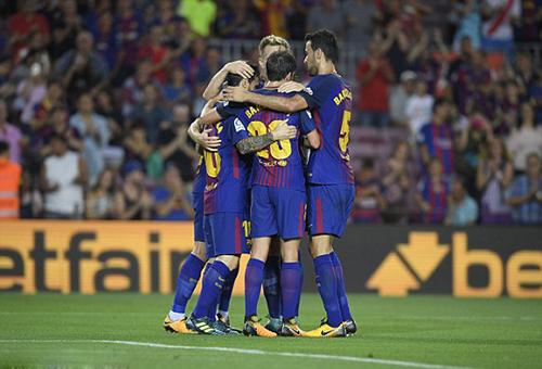 برشلونة يستعيد اتزانه بثنائية أمام بيتيس في بداية مسيرته بالدوري الإسباني