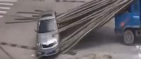 شاهد بالفيديو  ما حصل لهذا السائق لن تصدق