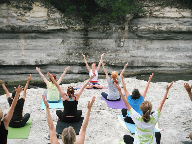 yoga for beginners + outdoors yoga class