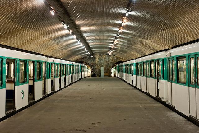 Estaciones abandonadas del metro de par s viajando contigo for Porte 0 parc des princes