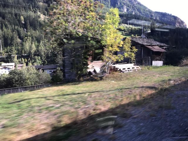 スイスの石の屋根の家