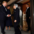 Trump não se curva perante imperador do Japão. Liderança ou prepotência?