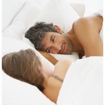 58a03a22189e3 واحدة من بين العديد من الإختلافات ما بين النشاط الجنسي للرجال والنساء هي أن  الرجال يميلون إلى التمتع بالجنس صباحاً بينما تفضل النساء على الأغلب ممارسة  ...