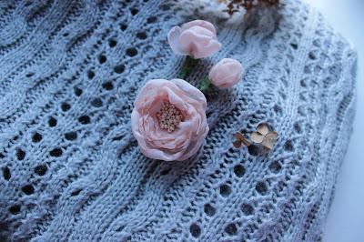 текстильные цветы, цветы из шелка, шелковые цветы, брошь в форме цветка, настроение своими руками, мк цветок, цветок из шелка, брошь-цветок, как сделать цветок, красивая брошь, абрикосовый цветок, мастер-класс цветок из шелка, шелковый цветок