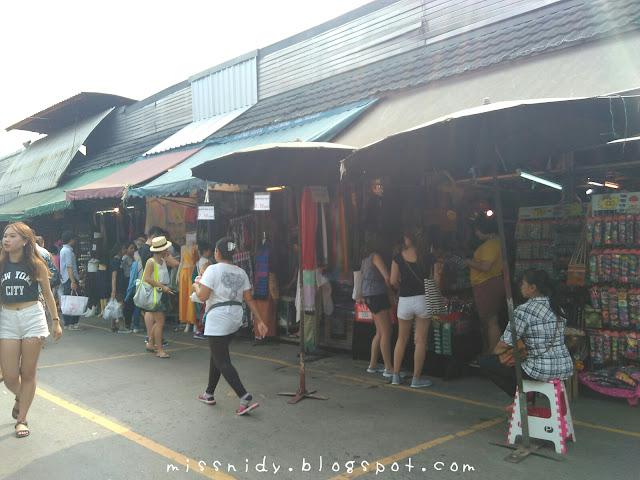 beli souvenir dan oleh-oleh di chatuchak weekend market bangkok