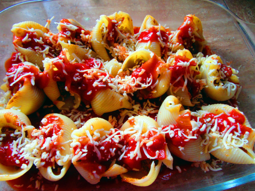 Taco stuffed lumaconi by Laka kuharica: top with chopped tomatoes and shredded Swiss cheese.