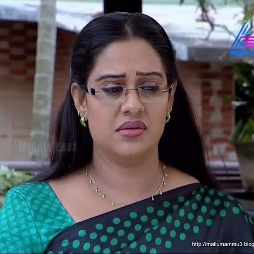 Mallu serial aunty actress Beena Antony hot in saree
