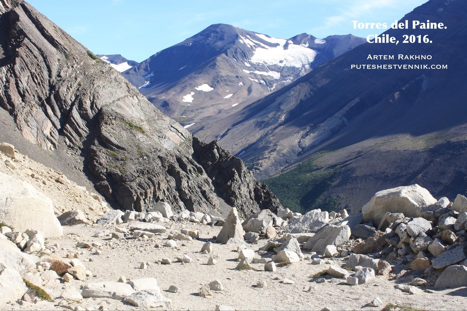 Ровная площадка в горах Торрес-дель-Пайне