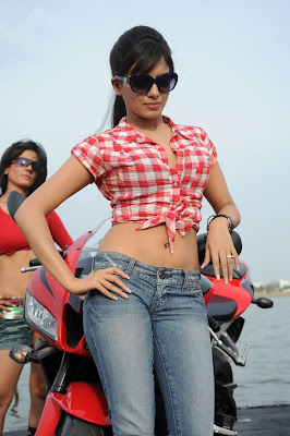 Samantha hot in Jeens