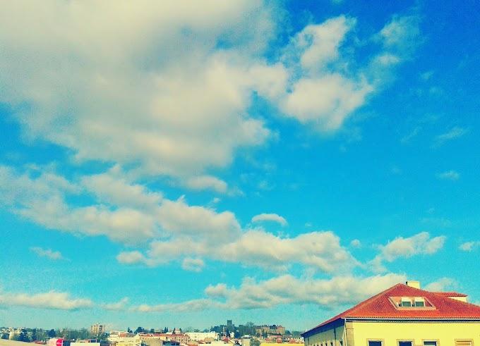 Não sou o único a olhar o céu