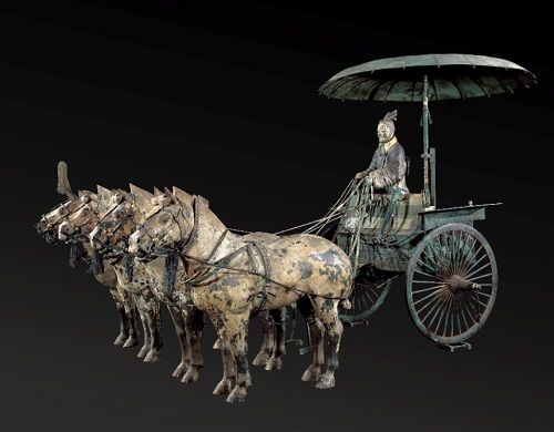 Chariot and horses - replica - Terracota Army. Emperor Qin Shihuang's Mausoleum Site Museum | imagenes de obras de arte realista antiguo chino, bellas, bonitas, chidas, cool art pictures, ancient figurative sculptures, cool stuff