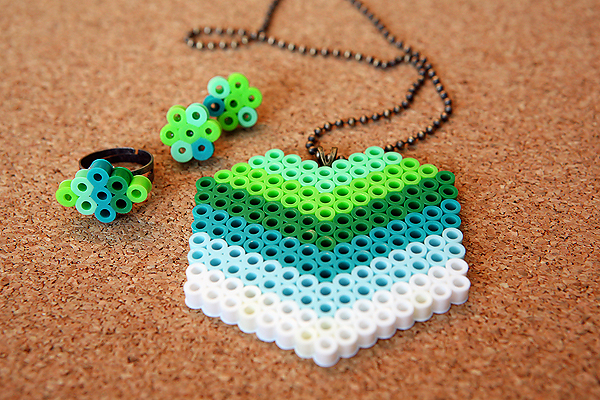 Perler Beads DIY Jewelry Tutorial - learn how to make fun, inexpensive jewelry! From eighteen25