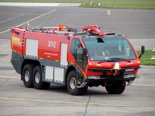Foto Mobil Pemadam Kebakaran Tercanggih 07