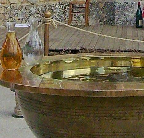 q comme quand le vin est tir il faut le boire. Black Bedroom Furniture Sets. Home Design Ideas