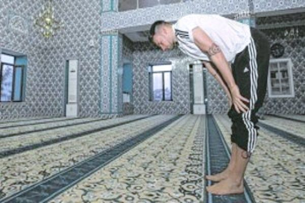 Pesepakbola Jerman Ini Temukan Hidayah Untuk Masuk Islam