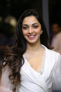 Kiara Advani Pos at Bharat Ane Nenu Success Meet 10