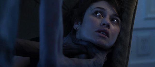 A atriz Olga Kurylenko em imagem do filme 'Mara'