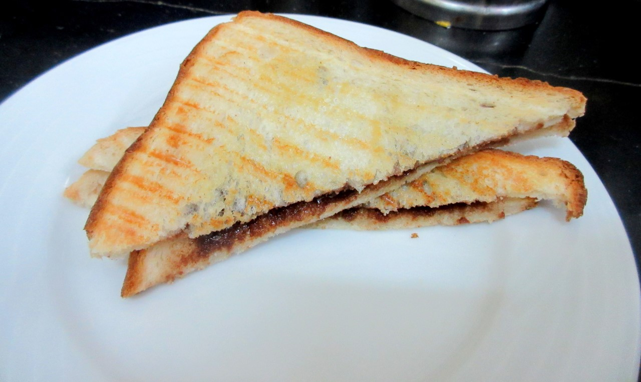 Spice your Life: Grilled Chocolate Sandwich