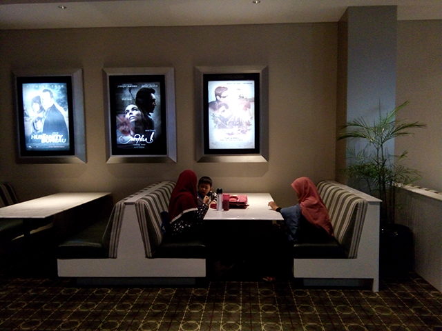 Sensasi Norak Nonton Jurrasic World di IMAX