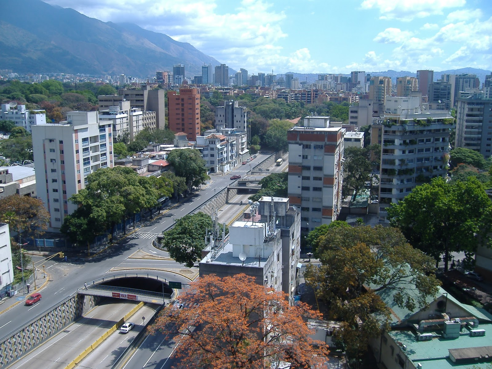 Venezuela registro en caracas for Inmobiliaria altamira