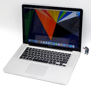 MacBook Pro Core i7 Double VGA Bekas Di Malang