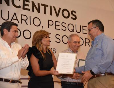 Gobernadora y titular de Sagarpa entregan estímulos a productores