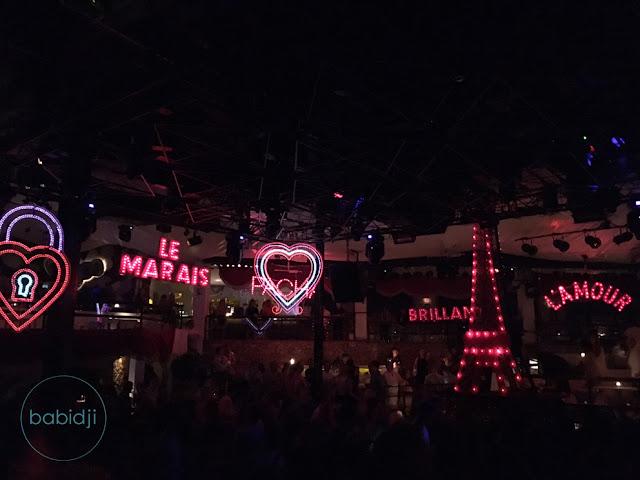Décor Paris by night au Pacha Club à Ibiza style Moulin Rouge