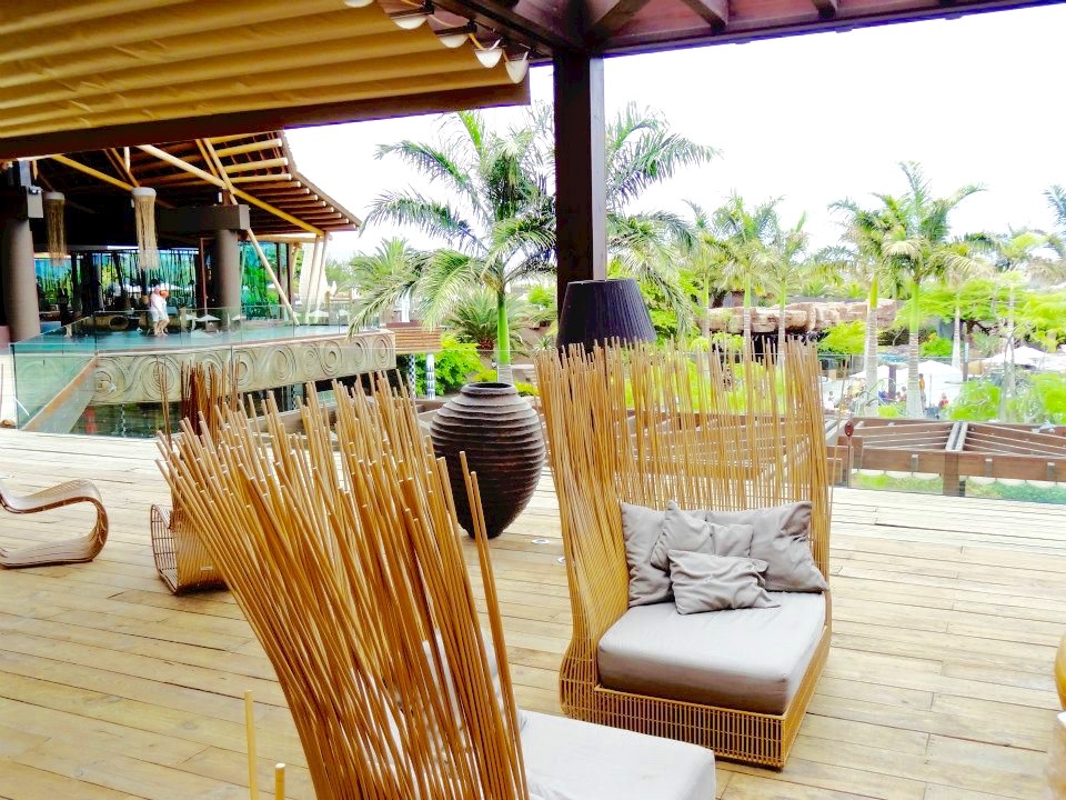 outdoor bar seating area lopesan baobab