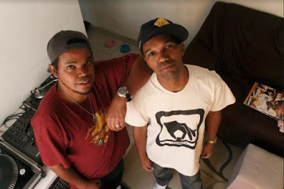 Ouvindo um Funk com o grupo de rap Idioma