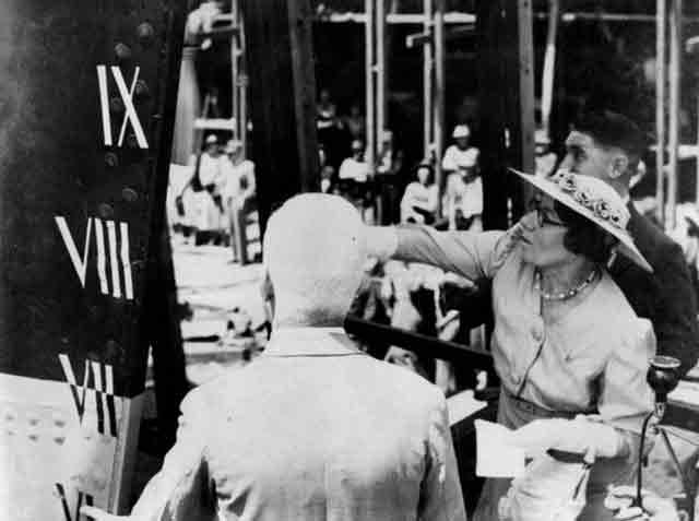 Christening HMAS Broome, 6 October 1941 worldwartwo.filminspector.com