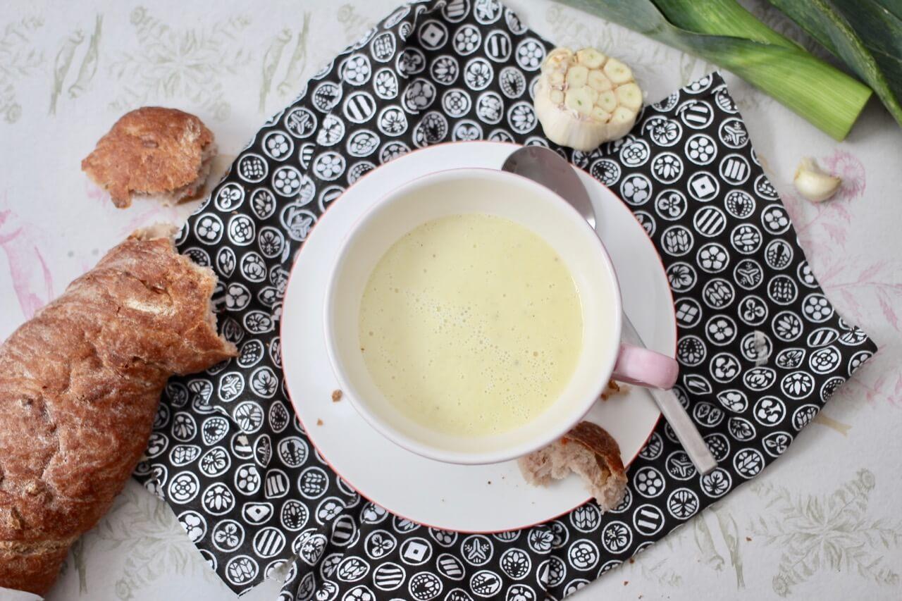 Rezept Lauchsuppe mit gebackenem Knoblauch