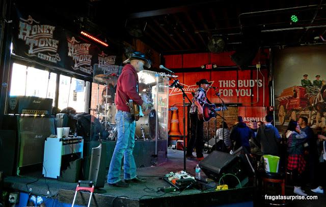 Show em um honky-tonk de Nashville