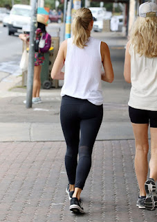 Anna Heinrich Out And About In Sydney