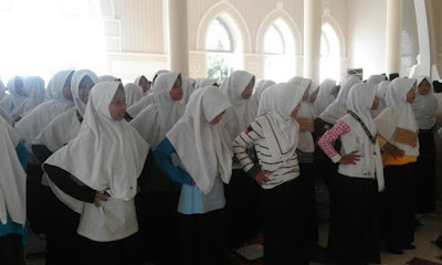 Ratusan Siswa SMP Fathonul Burhan, Sekolah Sambil Mondok