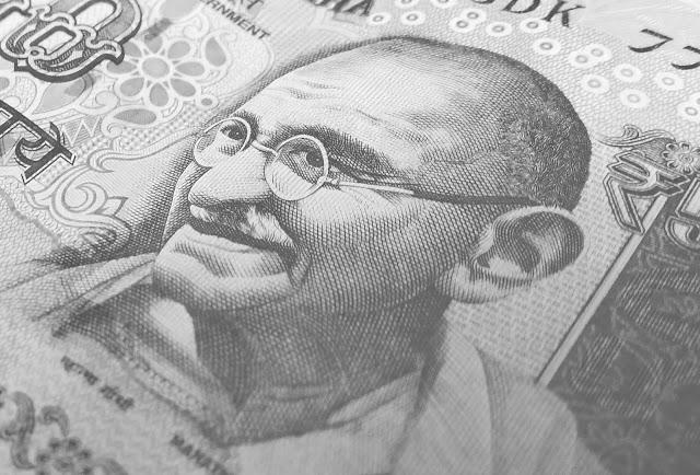 मोहनदास करमचंद गांधी पर लेख ! Short essay on mohandas karamchand gandhi