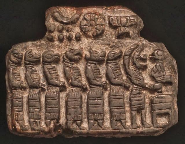 Reptiles humanoides representados en una tablilla sumeria.