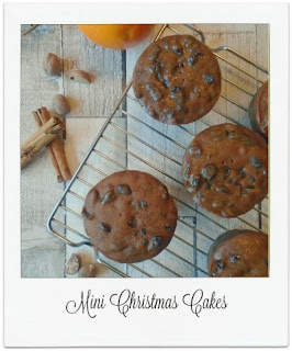 These mini Christmas Cakes are perfect as a edible gift at Christmas time, or as part of a delicious homemade food hamper.