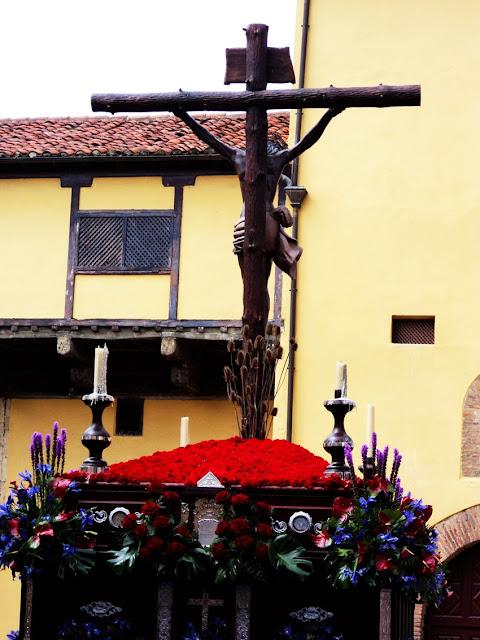 Santo Cristo de la Bienaventuranza por la Plaza de las Concepciones. León. Foto G. Márquez.