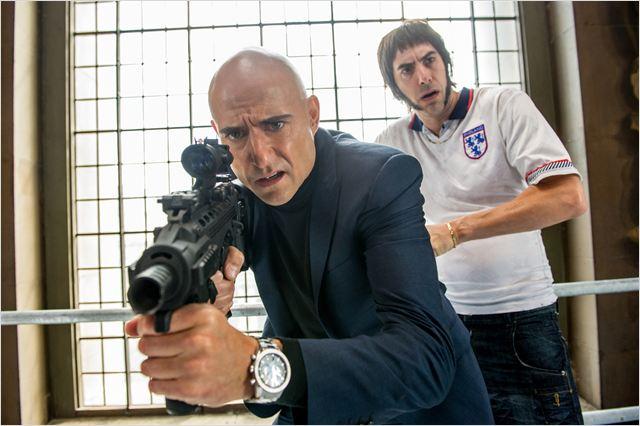 "Mark Strong y Sacha Baron Cohen en ""Agente Contrainteligente"""