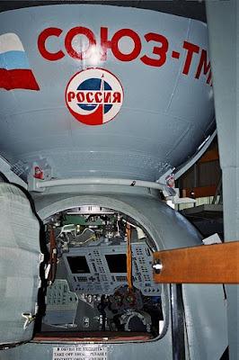 YURI GAGARIN 400px-Soyuz_TMA_module