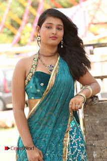 Teja Reddy New Cuyte Young Tamil Beauty in Lovely Sleevless Velvet Green Blouse and Gree Saree